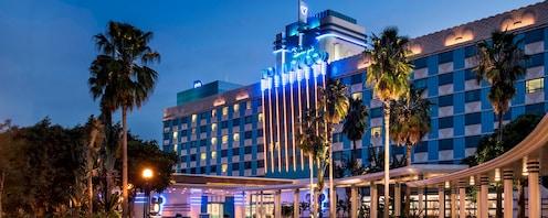 Disney S Hollywood Hotel Hong Kong Disneyland Official Site